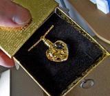 Halskettchen, vergoldet, mit Glas-Herz (Blattgold-Füllung) in edler Geschenk-Box! - Diepholz