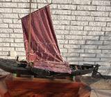 Nachbau eines Original Teufelsmoor-Torfkahns mit Torfbeladung und Luggersegel, eine Rarität. - Hambergen