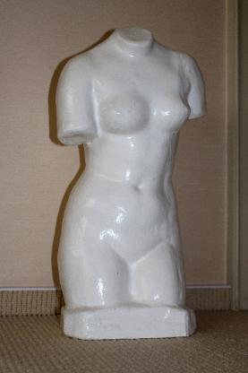 Dekorativer weiblicher Torso, 58 cm hoch