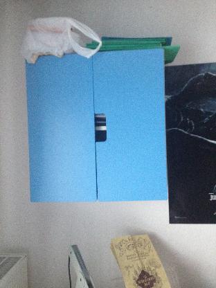 Hängeschrank 2 Türen weiß-blau, 15 Euro