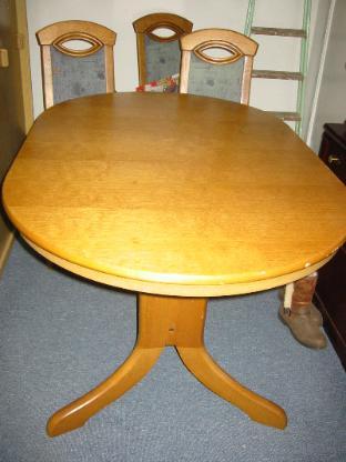 Esstisch Eiche massiv m. 4 Stühlen