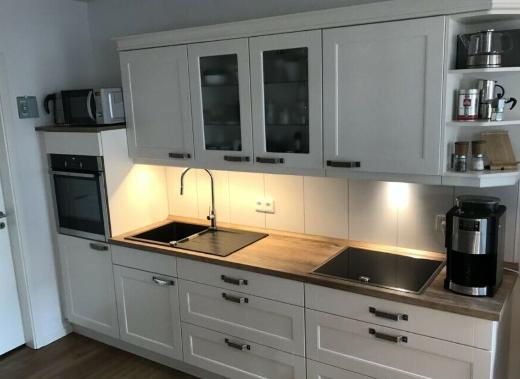Küchenzeile NOBILIA Landhausstil vintage rustikal neuwertig NEFF Geräte