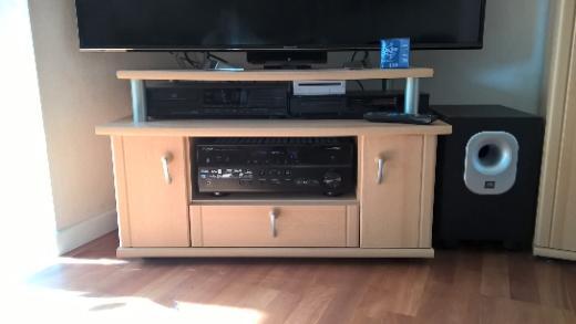 Schrankwand buchefarbig mit beleuchteter Vitrine + TV-/Phonotisch - Weyhe