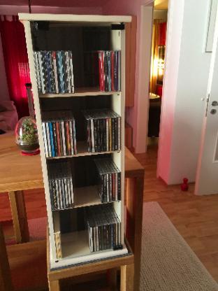 2 CD-Regale inklusive rund 200 CD's