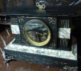 Schwarze Marmoruhr mit Goldornamente - Hude (Oldenburg)
