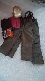 Winterpaket 6 Teile mit 2 Skihosen Gr. 140-152, Skihelm,Funktionswäsche und Socken