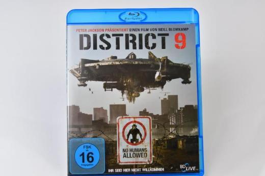 --District 9-- Blu-ray-- - Emstek