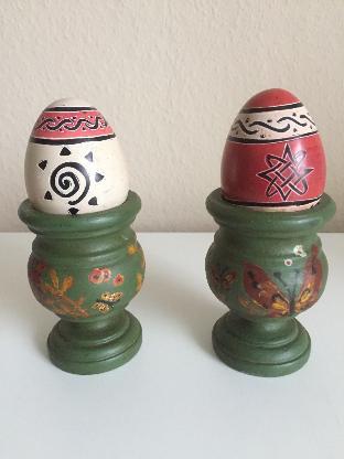Alte Stopf-Eier im Holzeierbecher handbemalt 50er Jahre -Sammlerstück-