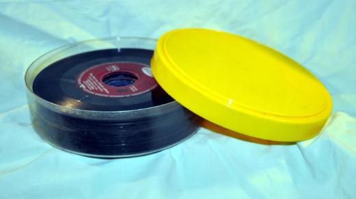21 Schallplatten (Singles) in einer Kunststoffbox - Achim
