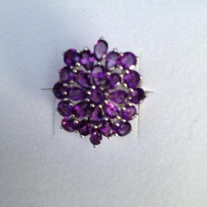 Wunderschöner Amethystring in Blütenform von Harry Ivens