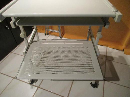 Computer-Tisch mit mehreren Ebenen - Bremen