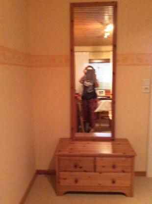 Kleine Kommode und Spiegel - Achim