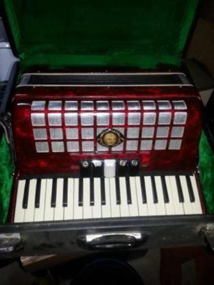 Gebrauchtes Akkordeon 72 Bässe Marke unbekannt - Schortens
