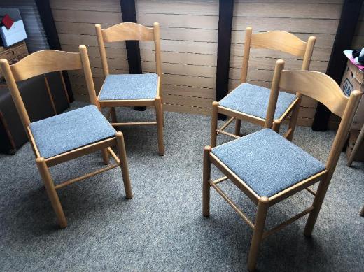 4 Stühle, Stühle sind frisch bezogen worden, alle 4 Teile in einen guten Zustand, siehe Bilder. - Bremen