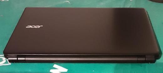 Laptop Acer Aspire E1-522