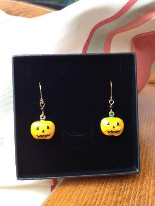 Wunderschöne Halloween Ohrringe mit Brisur Verschluss