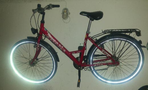 Biete schönes rotes 26 Zoll-Mädchenfahrrad; VB 65,- - Bremen Findorff