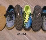 Nike 37,5: Bravata grau, Magista gelb/blau Noppen Kunstrasen Halle - Bremen