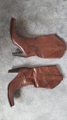 Schicker Stiefel der Firma BRONX, Schuhgröße 39