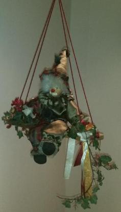 Clown sitzend auf Schaukel - Verden (Aller)