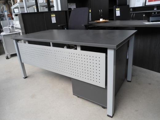 Schreibtisch, Bürotisch XP mit Frontblende, Büromöbel - Bremen
