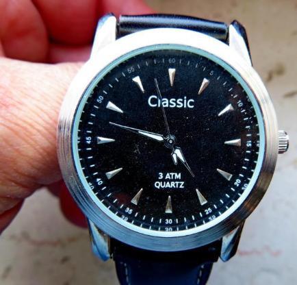 Klassische, gute Edelstahl-Marken-Armbanduhr mit Lederarmband, ungetragen, neu! - Diepholz
