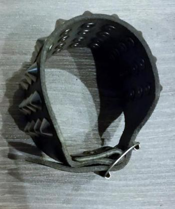 Breites Nieten Leder Armband mit 40 Kegelnieten 4 Reihig - Verden (Aller)