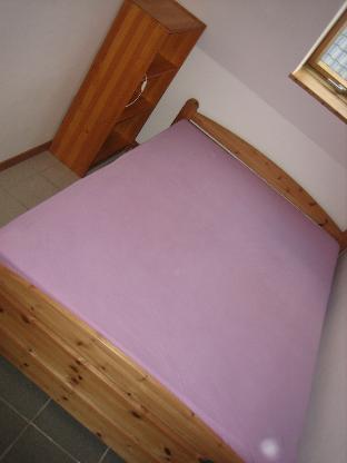 Bett 1,40m breit mit Lattenrost, Matratze und Schoner