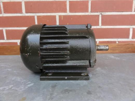 Drehstrom-Asynchron-Motor 1 PS/0,75 kW, 230/400V - Bassum
