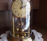 Tischuhr klassisch mit Drehpendel Optik, golden - Bremen