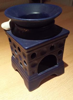 Duftlampe Kachelofen blau mit schlafender Katze - Verden (Aller)