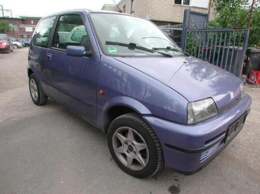 Fiat 500 Cento blaumetallic Sitzausstattung