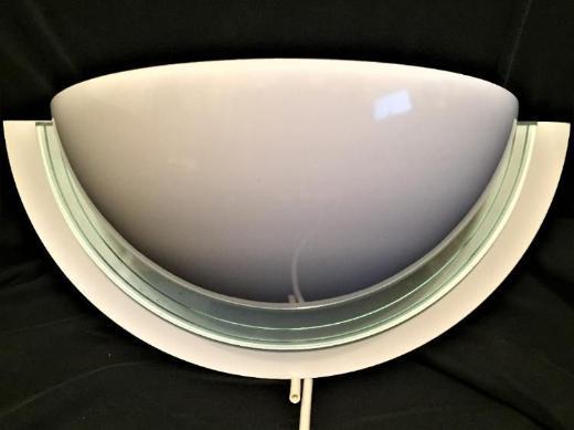 Wandleuchte, weiß beschichtetes Metall mit Glaseinlage