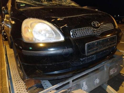 Toyota Yaris Schlachtfest schwarz 1.0 L schwarz Heckstoßstange