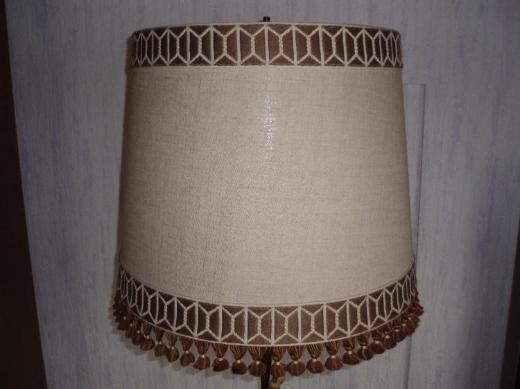 Antiker Lampenschirm, stoff-bezogen, beige mit brauner Verzierung, Top Zustand