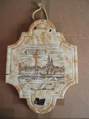Silberdistel Fayencen Dekor Fliese, Motiv - Römische Stadtansicht von Neuss mit dem Rhein im Vordergrung