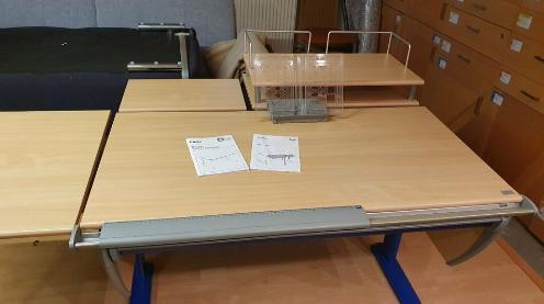 Schreibtisch MOLL Runner Compact im Buchedesign nebst Zubehör