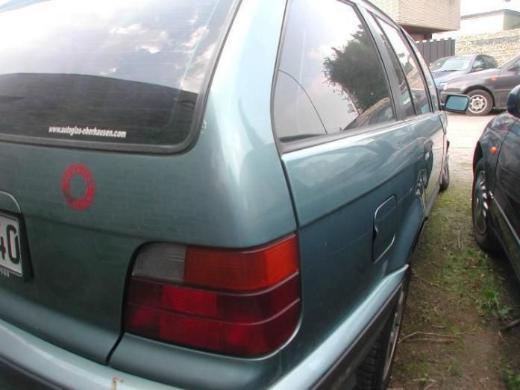 BMW e36 Kombi 323  moreagruen metallic Tür vorne