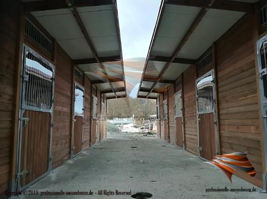 Aussenboxen, Pferdeställe, Pferdeboxen, Weidehütte, Offenstall, Weideunterstand