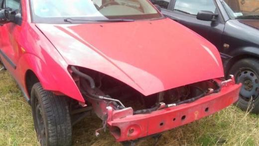 Ford Focus Schlachtfest alle Teile Motorhaube rot
