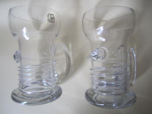 2 Krüge/Gläser mit Henkel