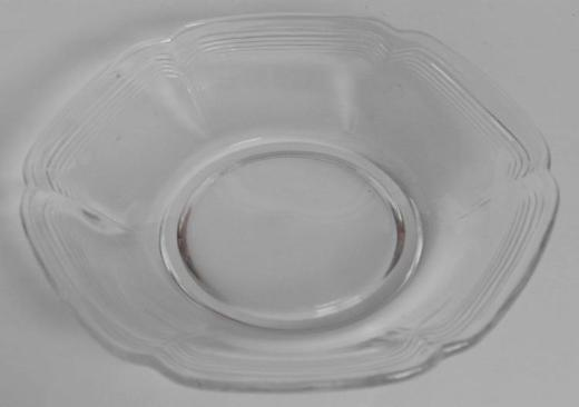 13 Glasteller, stilisierte Blumenform, ca. 15 cm