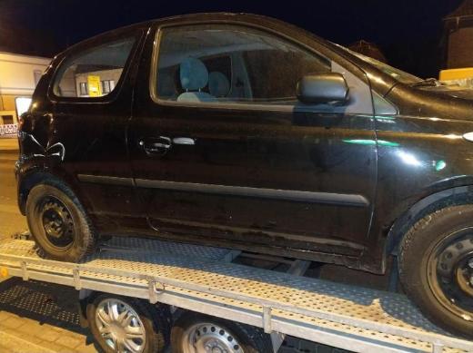 Toyota Yaris Schlachtfest schwarz 1.0 L Spiegel  schwarz rechts