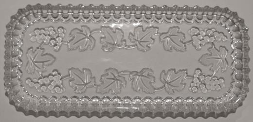 Glasschale mit Weinranken-Relief
