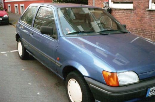Youngtimer zu verkaufen, Ford Fiesta, blau metallic, Bj. 1990